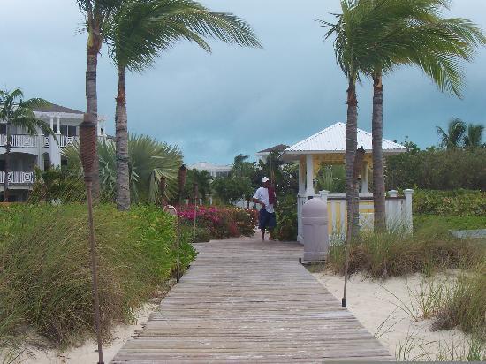 Royal West Indies Resort: Walkway to the beach
