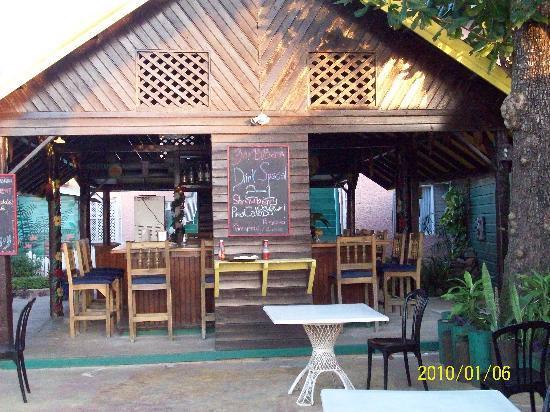 Bar-B-Barn: Hotel Bar