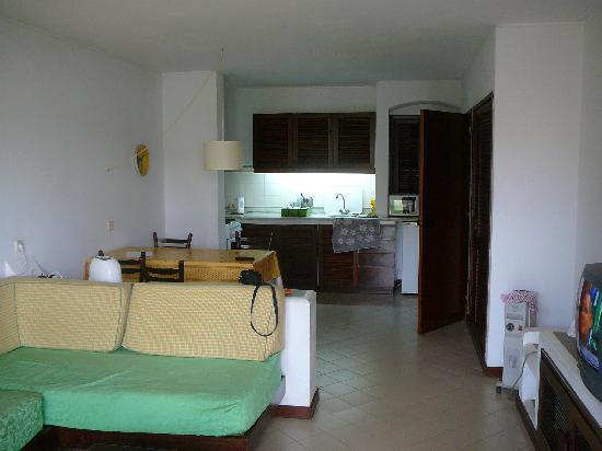Belmonte Apartments: living room/kitchen