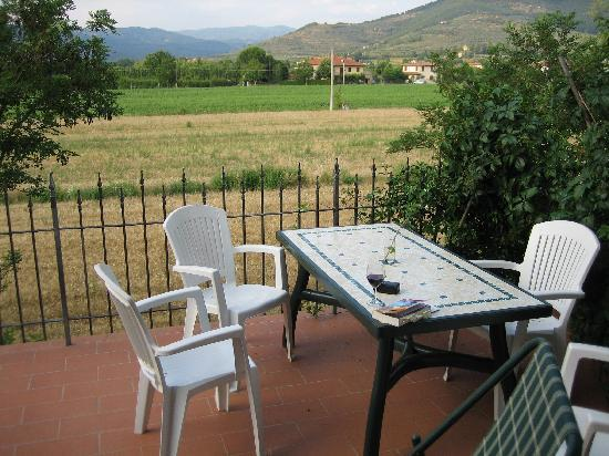 Castiglion Fiorentino, Italy: Front private patio (perfect for breakfast or late night vino)