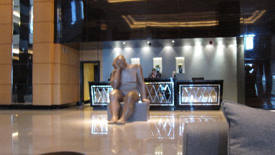 Fairmont Cairo, Nile City: lobby decor
