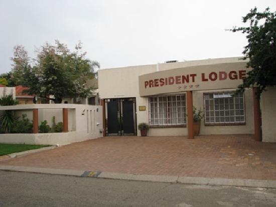 President Lodge : View from the road