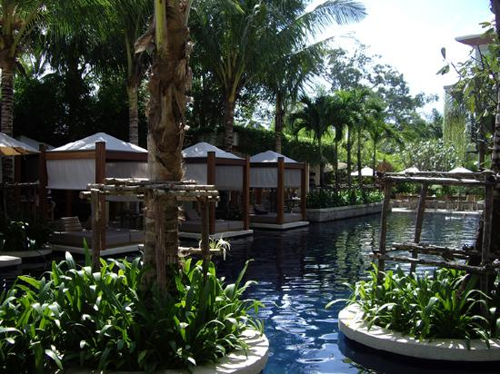 The Chava Resort: SUNBEDS POOLSIDE