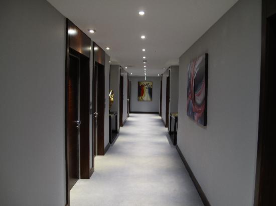 Rafayel on the Left Bank - Hotel & Spa: hallway