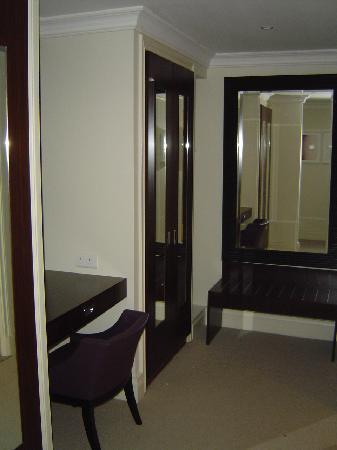 Lyrath Estate Hotel & Spa: very large dressing area....