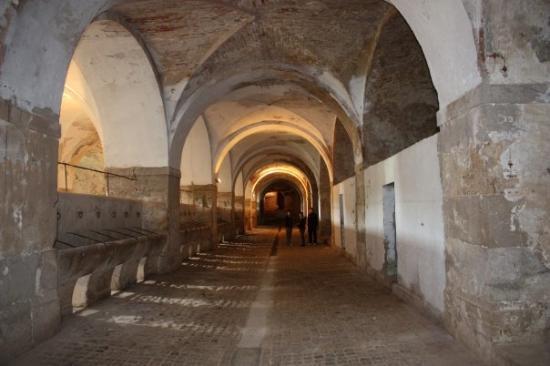 Castillo de San Fernando: Caballerizas de la fortaleza