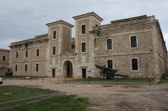 Castillo de San Fernando: Edificio de la fortaleza