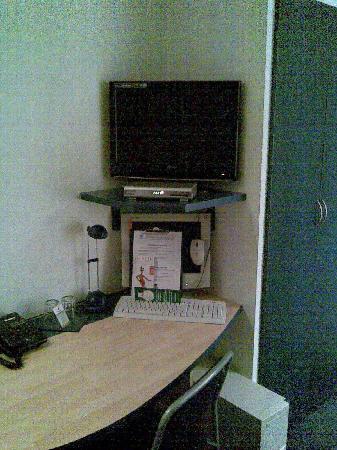 Art-Hotel Charlottenburger Hof: TV + Computer