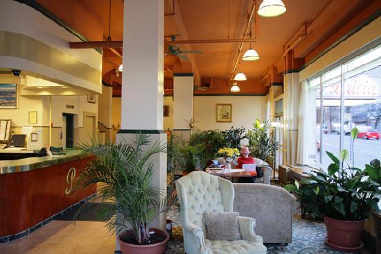 Patricia Hotel: Cozy lobby w/ free internet ;-)