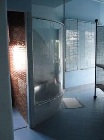 Beau Rivage Mekong Hotel: Bathroom