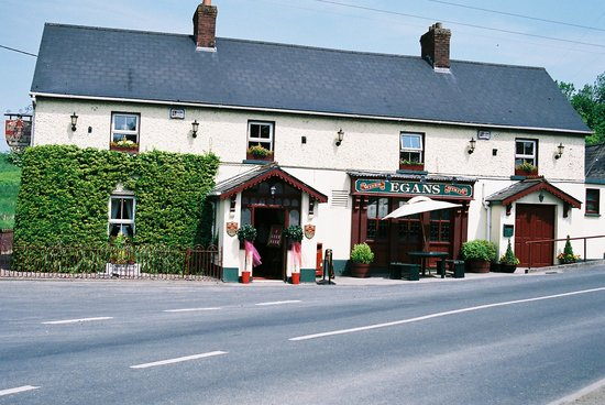 Moate, Irland: The Motte & Bailey Restaurant, Egan's Bar & Lounge