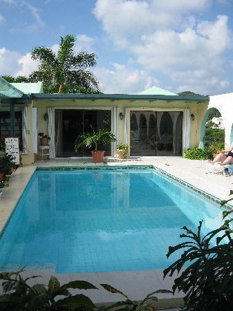 Carringtons Inn St. Croix: Loved the courtyard pool