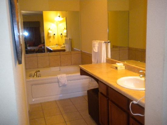 Bluegreen Vacations Mountain Loft Resort, Ascend Resort Collection : bathroom to master bedroom