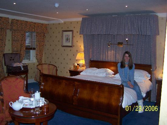 Parkes Hotel: My wife in Room!