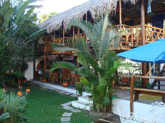Best Western Posada Chahue: Bar above and vegetarian restaurant below.