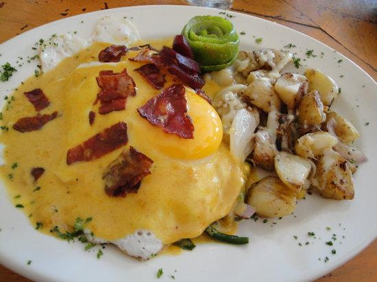 Mango Café Isla: forgot to mention the amazing eggs benedict on blue corn cakes!