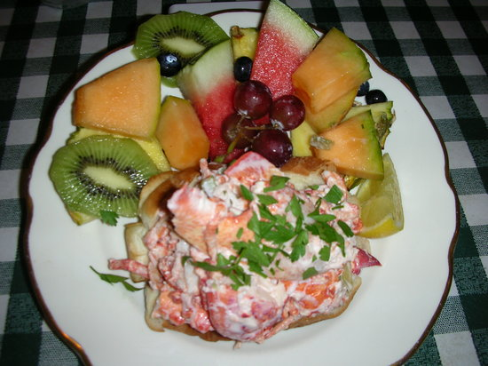 Lizzie's Cafe & Bistro 142nd St.: Lizzies's LOBSTER ROLL w/ Fruit