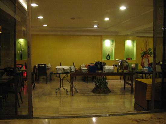 Cebu Grand Hotel: Hotel restaurant.