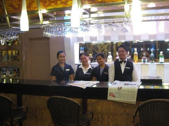 Cebu Grand Hotel: Hotel Bar/Restaurant Staff.