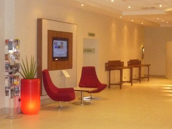 Novotel Southampton: Lounge with Wii