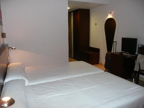 Hotel Spa Torre Pacheco: Cama de matrimonio no tienen!!!!!