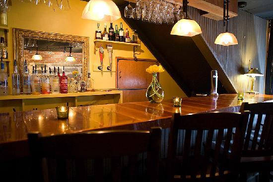 Oxford House Inn: Jonathan's, our lively bar & pub area.