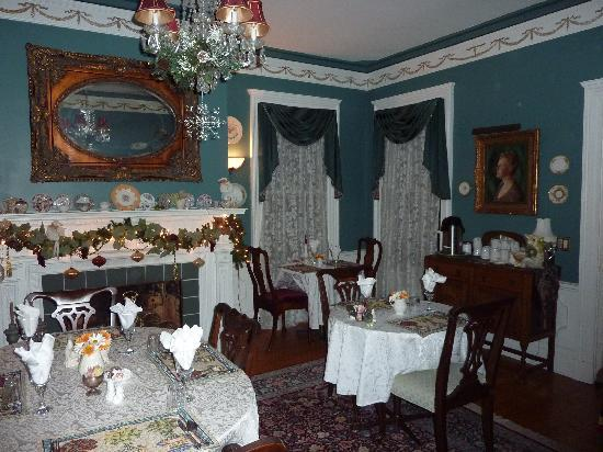 A B&B at The Edward Harris House Inn: Dining room
