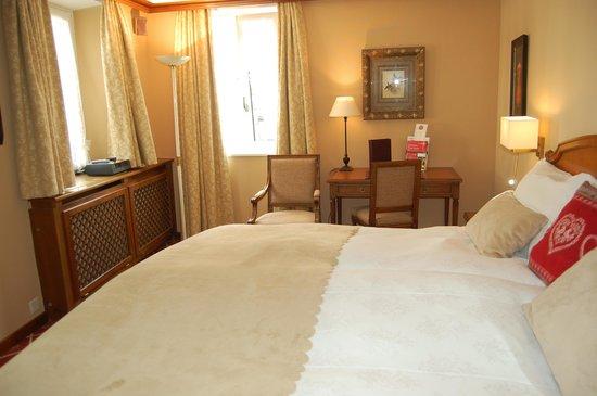 Hotel Monte Rosa: ベッドルーム
