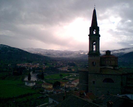 Castiglion Fiorentino, İtalya: Winter - Val di Chio  East from loggia in Castigilon Fno.