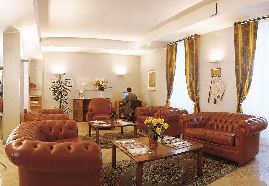 Residence Biancacroce: hall