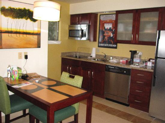 Kitchen - Picture of Residence Inn by Marriott Oxnard River Ridge ...