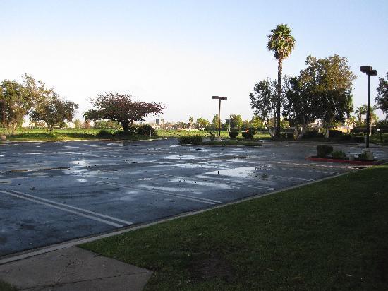 Residence Inn Oxnard River Ridge: Parking area