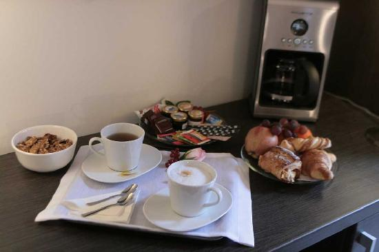 Le M Apartment: Traditional Breakfast