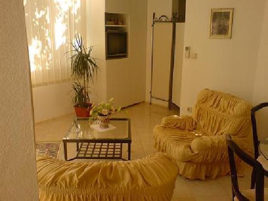 Villa Angel: Livingroom in the Apartment A2