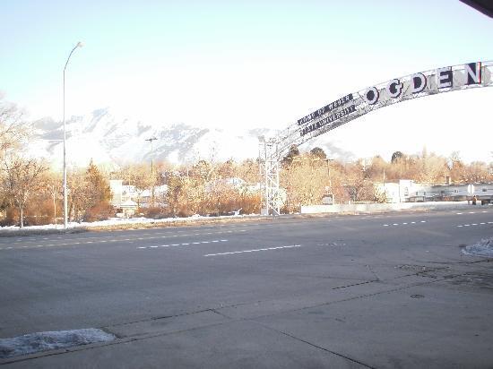 Ogden River Inn : Ogden arch sign in front of the hotel