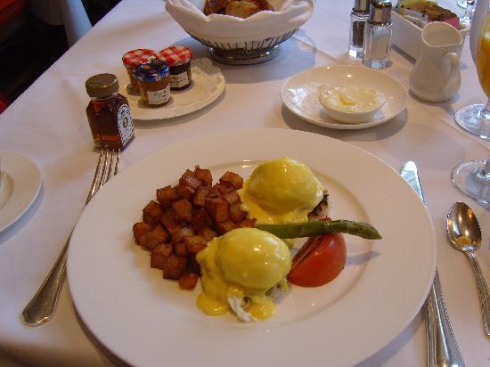 River Inn of Harbor Town: Breakfast