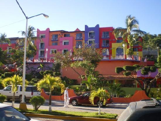 Hotel Decameron Los Cocos: Outside view of COCO's 4
