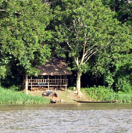 Cumaceba Amazon Lodge: arriving at the lodge entrance on the river