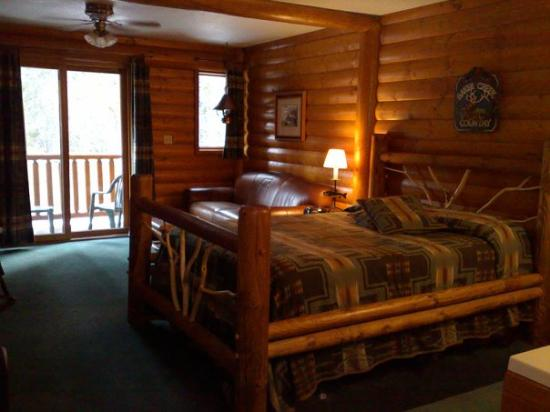 Baker creek chalets amazing place to stay picture of for Banff national park cabin rentals