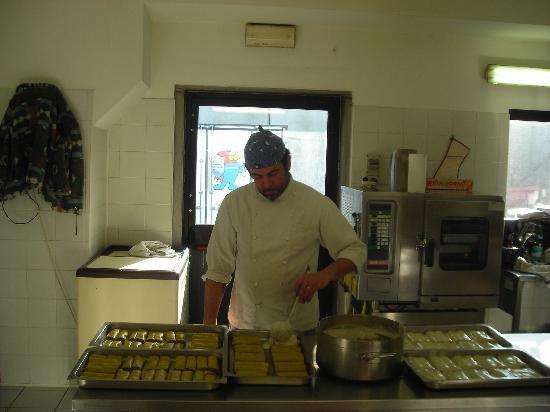 Motel Monterosa: lo chef stefano all'opera