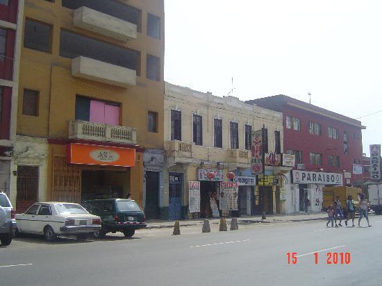 El Buen Mochilero Backpackers Hostel: Vista desde la calle del Hostal