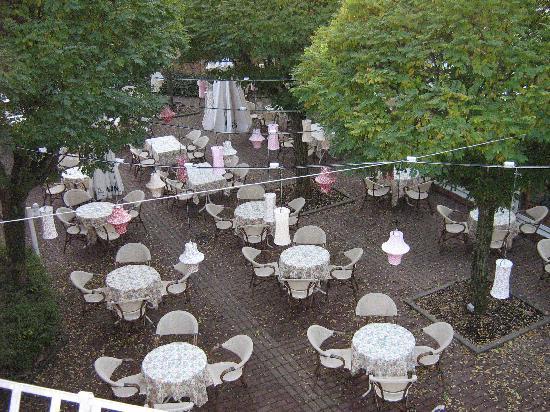 Hotel Rosengarten am Park : The dining area outside