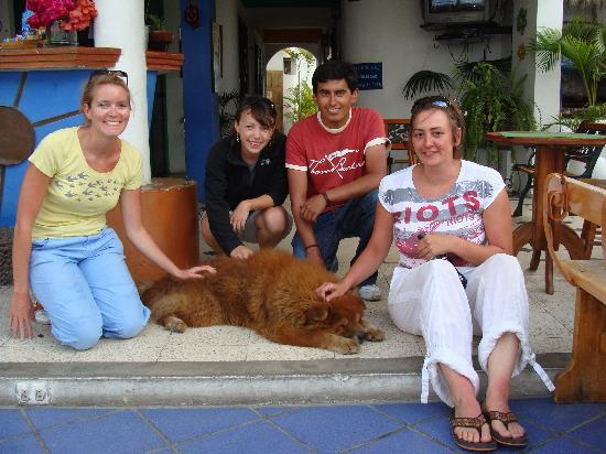 Cocos Hotel: with oso, Cocos' Pet