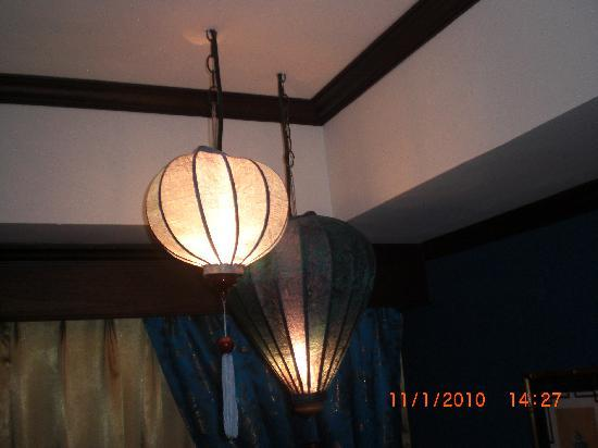 Amanta House: chandeliers hanging unsafe