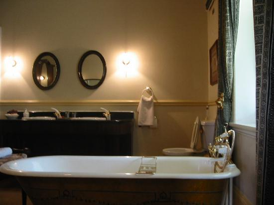 Hacklewood Hill Country House: Bathroom