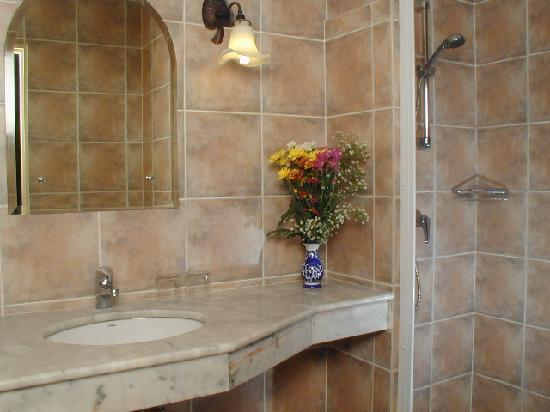 Rendez Vous Hotel: bathroom