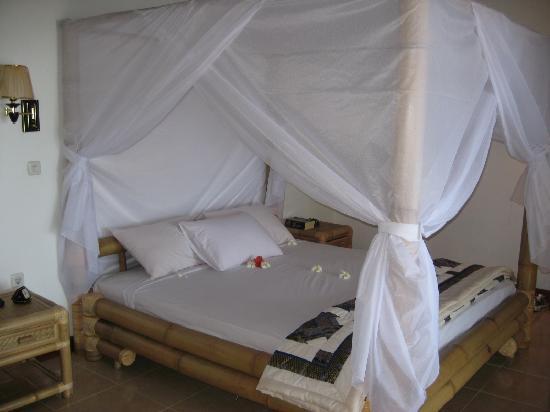 โรงแรมอดิรามาบีช: the bed