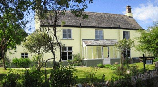 Rezare Farmhouse B&B: Cornish 17th century farmhouse