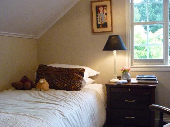 Riversong Bed & Breakfast: Upstairs single room