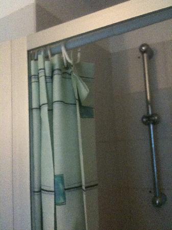 Hotel Milano: Rideau de douche